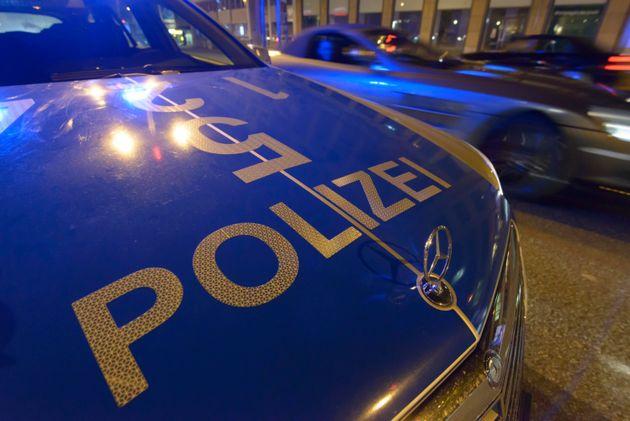 Die Polizei durchsucht eine Wohnung in Heilbronn (Symbolbild).