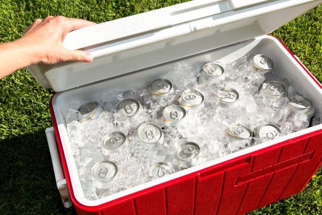7 truques para manter a cerveja gelada por mais tempo (mesmo no