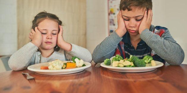 As crianças desenvolveram um mecanismo de defesa simples: este alimento é verde e desconhecido? Melhor não comer.