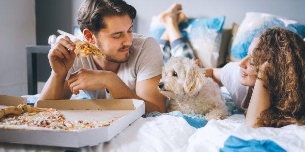 Isso não quer dizer que comer pizza no café da manhã é sinônimo de uma alimentação