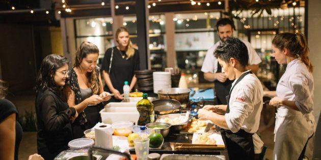 Evento acontece uma vez por mês na CASA UMA e custa R$ 200 para a aula e degustação dos pratos.