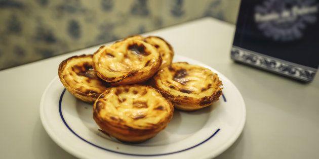 Em qualquer padaria, confeitaria, restaurantes ou bares, é possível encontrar o doce mais famoso do país (e o meu favorito).