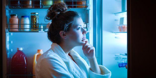 Quem nunca refletiu na frente da geladeira se o que estava sentindo era realmente fome que atire a primeira