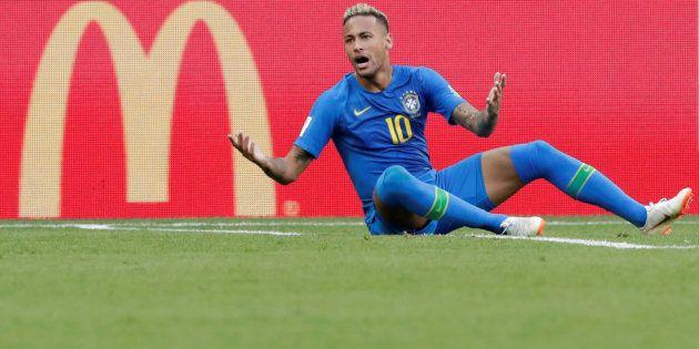 Antes da eliminação, o camisa 10 da seleção brasileira figurou diversos comerciais televisivos da rede McDonald's, ao lado de seu filho.