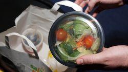 Saladas com 'partículas de fezes' do McDonald's intoxicam centenas nos