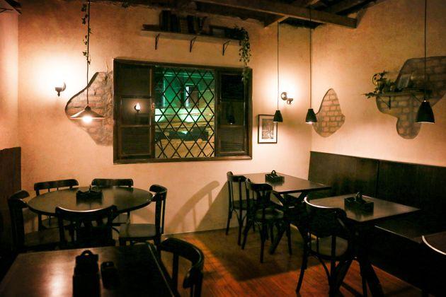 Bar inspirado em Harry Potter tem drinks que brincam com poções e lanches