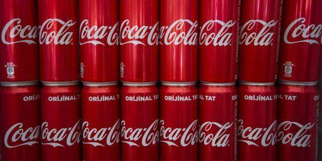 A Coca-Colapressionao governo para a alíquota do IPI ficar em, pelo menos, 15%, e não4%. Segundo a companhia, a operação