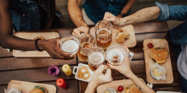 Então por que não beber álcool é visto tão frequentemente como um passo