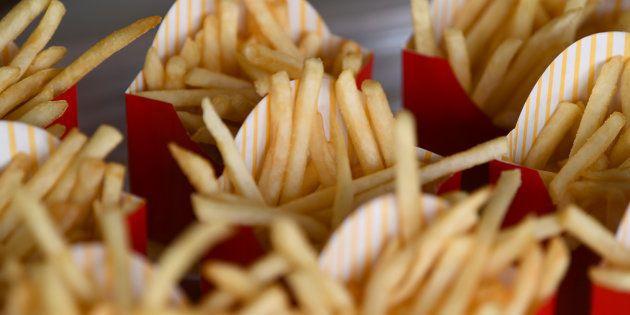 Batatas do McDonald's levam 4 ingredientes; veja como elas são