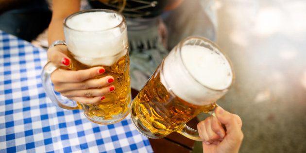 O open bar com mais de25 cervejarias artesanais temcomo intuitofacilitar o encontro e relacionamento...