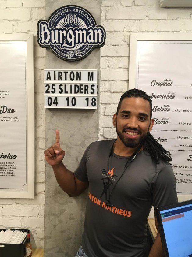 Airton comeu 25 sliders em outubro e quebrou o record da