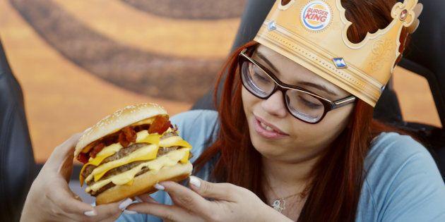 Mega Stacker Dinamite: Burger King lança sanduíche para apaixonados por