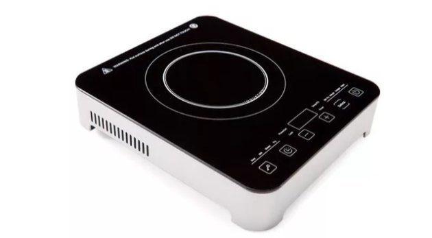 Cooktop da Polishop promete cozinhar alimentos até 80% mais rápido.
