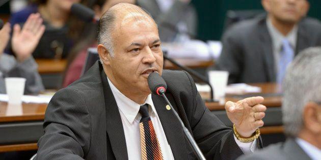 Deputado quer derrubar norma que proíbe tachar homossexualidade de