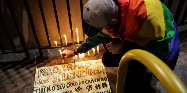 Homenagem em São Paulo a vítimas de tiroteio em boate gay em Orlando, nos Estados