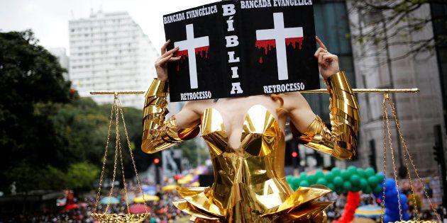 Na Parada de 2016, a transexual Viviany Beleboni fez uma crítica à bancada evangélica no Congresso Nacional...