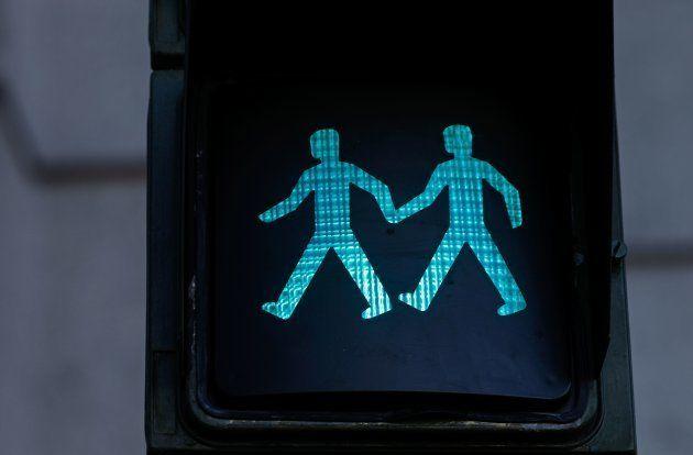 Madri cria semáforos com casais homossexuais por Parada