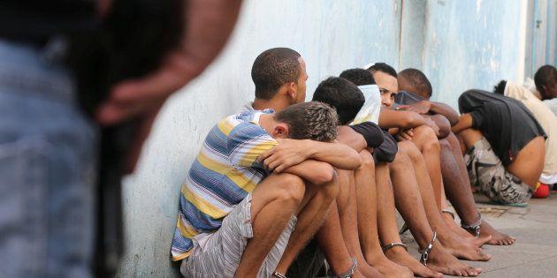 Policial detém suspeitos de roubar lojas em Vitória, no Espírito
