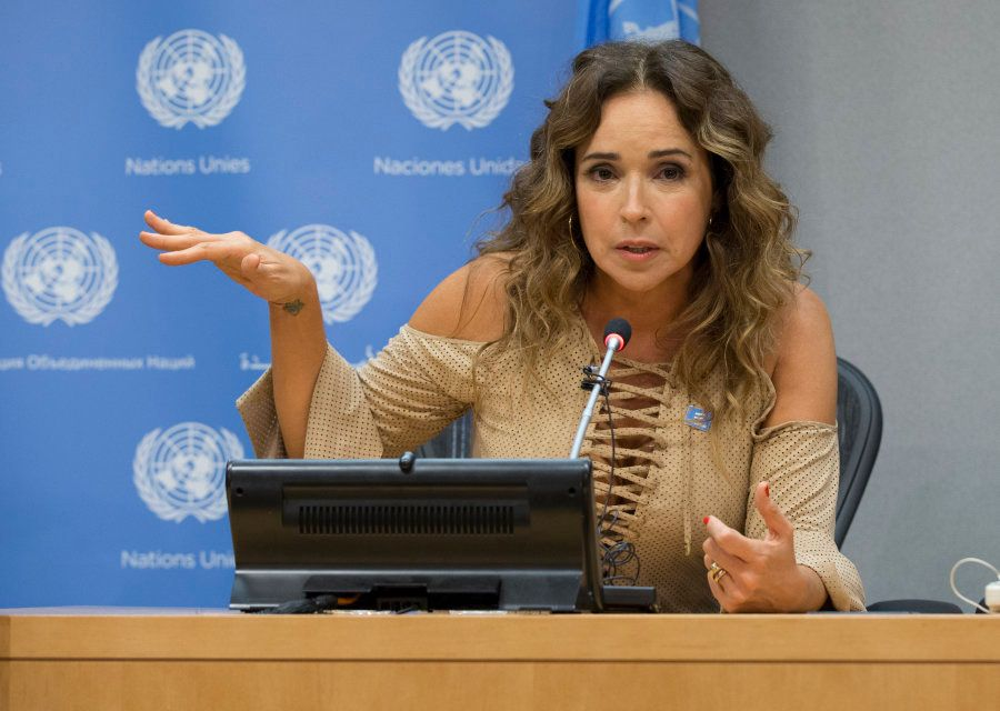 Há 20 anos, Daniela é embaixadora da UNICEF e tem um papel significativo na luta por direitos humanos...