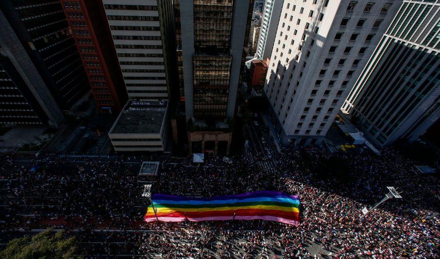 O público da Parada é estimado em cerca de 3 milhões de pessoas na Avenida Paulista, em São