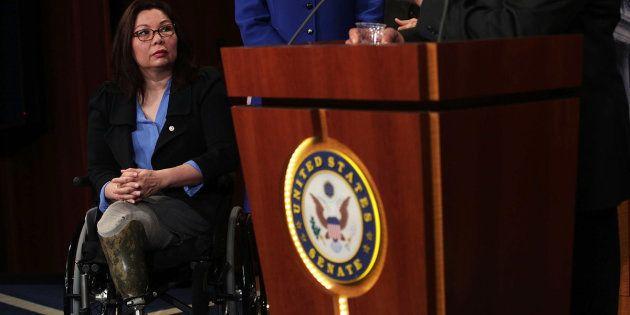 Senadora Tammy Duckworth critica Trump sobre proibição à