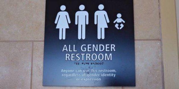 Lei que impede trans de utilizar banheiro de acordo com sua identificação de gênero fracassa no