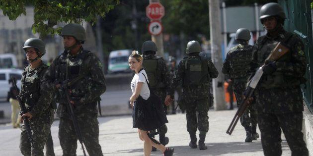 Militares patrulham áreas do Rio de Janeiro para prevenir atos