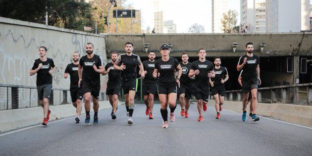 Unicorns em treino de corrida no Minhocão — a homofobia não os impede de praticar