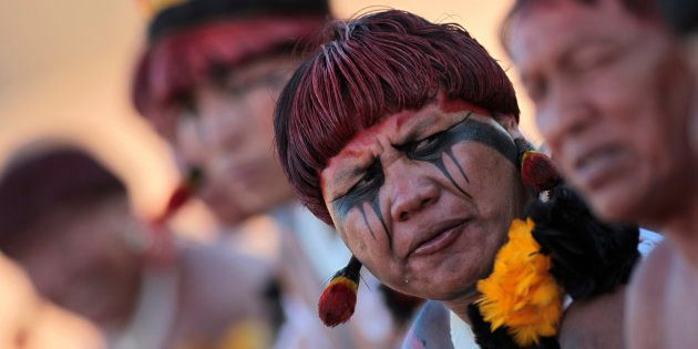 Índios durante ritual de dança no Xingu, em 2012, no Mato