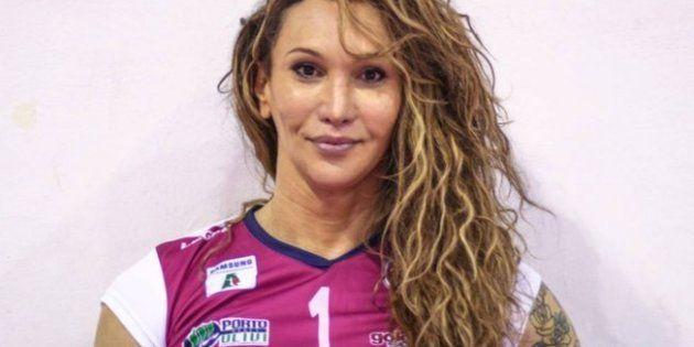Tiffany Abreu, 34 anos, foi a primeira transexual a entrar em quadra por uma partida oficial da Superliga,...