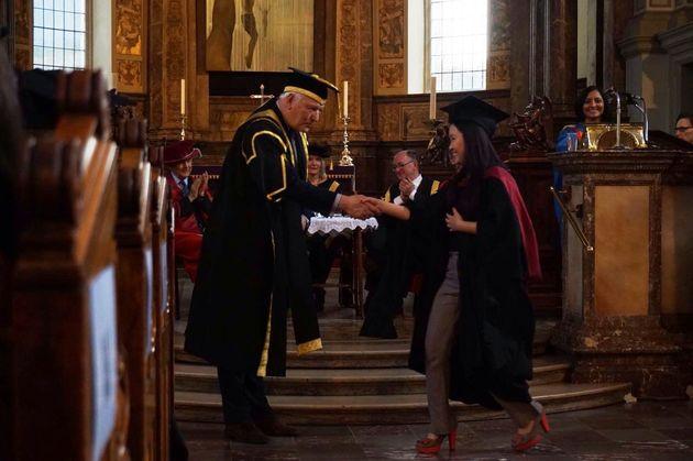 Eu na minha cerimônia de graduação