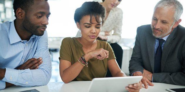 Apenas 50% das mulheres estão representadas na força de trabalho global, comparado com 76% dos