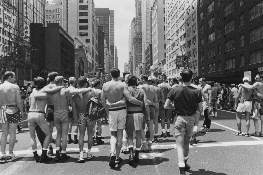 Homens gays marcham na Quinta Avenida, no 25º aniversário dos Stonewall Riots, em Nova York, EUA, em...