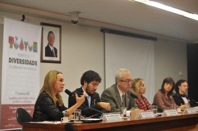 A deputada Teresa Surita, da Frente Parlamentar Mista de Direitos da Criança e do Adolescente, fala na...