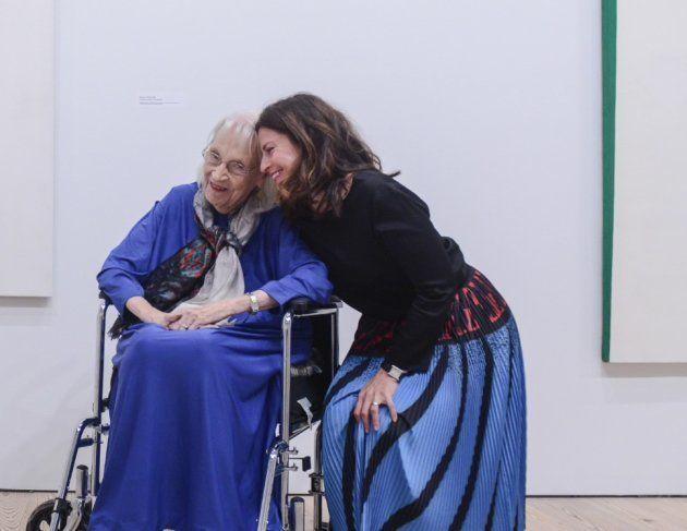 Carmen Herrera e a curadora Dana