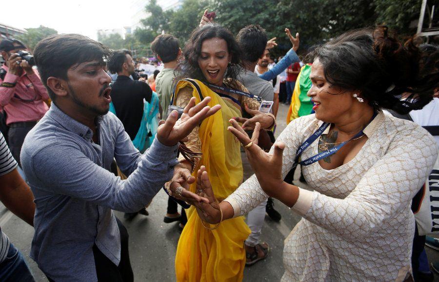 A decisão revogou uma sentença de 2013 que validava o artigo 377 do Código Penal indiano, conhecido como...