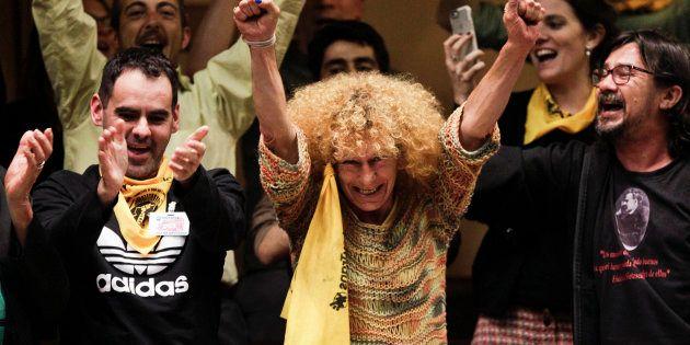 Ativistas celebram a aprovação da Lei Integral para os Povos Trans, em Montevidéu, Uruguai, nesta sexta