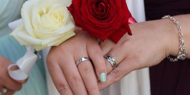 O número de registros totais de casamentos em 2017 foi de 1,7 milhão, com uma queda de 2,3% em relação...
