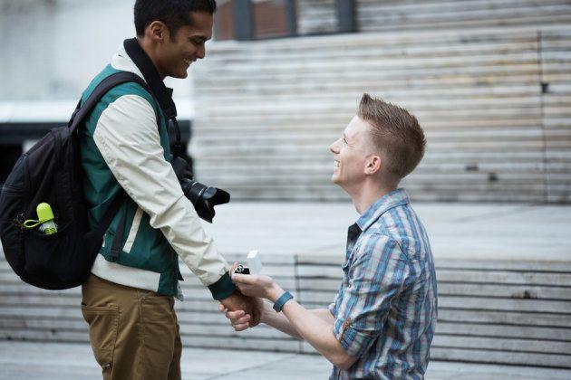 Estes pedidos de casamento de casais LGBTQ+ certamente vão te