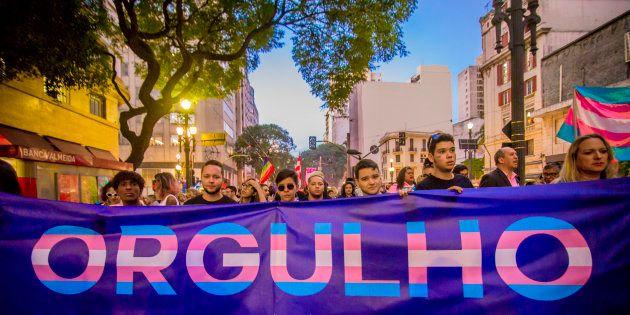 Ativistas realizam a 1ª Marcha do Orgulho Transexual, em 1º de junho, no Centro de São