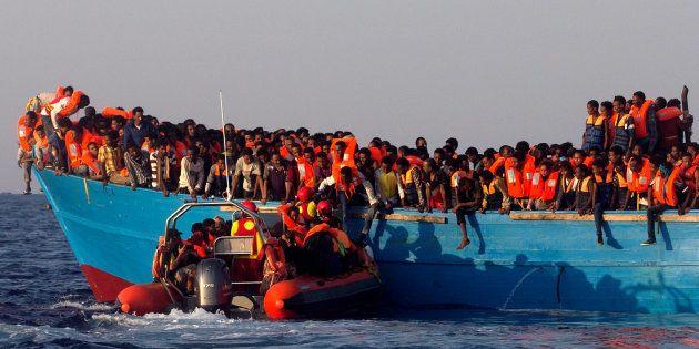 Refugiados utilizam barcos e botes para travessia a países distantes de local onde são