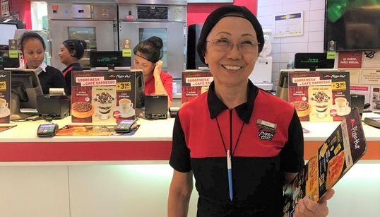 Na contramão do mercado, empresa contrata senhoras acima de 60