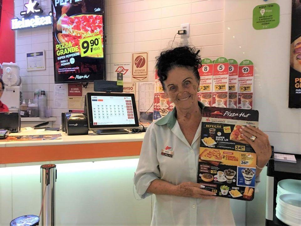 Benedita Guasques é a funcionária mais velha da unidade no Shopping