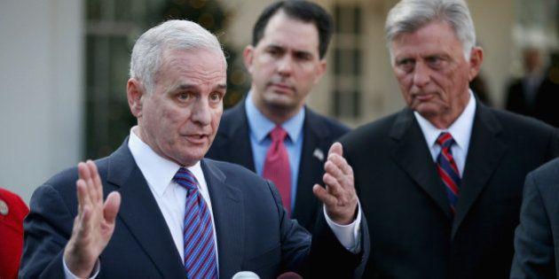 O governador Dayton não conquistou todas essas reformas manipulando as pessoas de forma