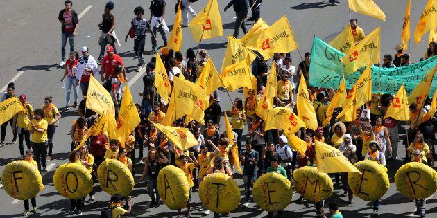 Manifestantes pedem renúncia de Michel Temer em Brasília nesta quarta-feira