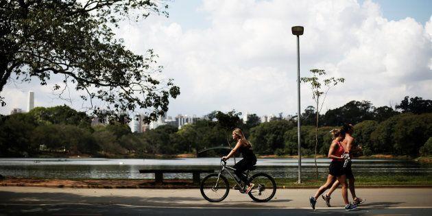 Parque do Ibirapuera, em São Paulo, foi eleito em 2015 como o melhor parque urbano do planeja pelo jornal...