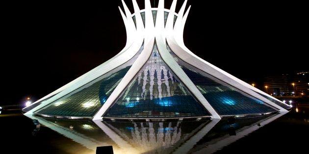 A Catedral Metropolitana é projeto do arquiteto Oscar Niemeyer e uma das mais bela obras da