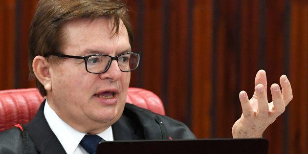 O ministro do TSE (Tribunal Superior Eleitoral) Herman Benjamin defendeu, em seu voto, a condenação da...