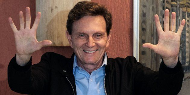 Marcelo Crivella é engenheiro, político, cantor, compositor, escritor, bispo da Igreja Universal e prefeito...