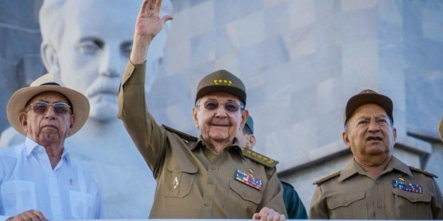 O presidente de Cuba, Raul Castro, desfila na tradicional Parada de